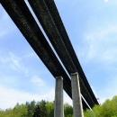 Novodobé architektuře Velkého Meziříčí vévodí dálniční most