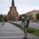 Jako turisti před Červeným kostelem