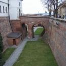 Vstup do hradu je přes příkop