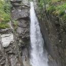 Cestou jdeme přes vodopády
