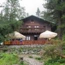 Zámkovského chata v 1475 metrech, při ústí Malé studené doliny s neskutečnou atmosférou horské chaty, zásobované nosiči