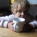 Šárka zmoklá u výborného čaje