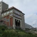 Bývalá horní stanice lanovky na Skalnaté pleso. Tam někde dole je ta spodní stanice s červenou kabinkou...