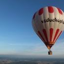 Vzduchoplavec poletuje poblíž