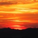 A zatím slunce předvádí na západě magmatické barvy