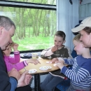 Ve vlaku jsme měli díky rezervaci místenku. Drsně jsme si vybojovali svá místa a pak až do Bratislavy děti hrály se spolucestujícím chlapečkem hry.