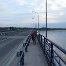 U Čunova přejíždíme most a najíždíme na začátek vodního díla Gabčíkovo. Z řeky se odděluje staré rameno...