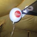 Víťa někde cestou našel balónek, tak se nám večer pěkně vznáší u stropu. Ráno už ležel na zemi :-)