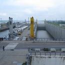 A plavební komory (vlevo stará, vpravo nová)