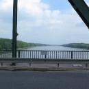 Hranice vede prostředkem řeky