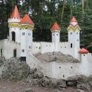 Kočičí hrádek u Slatiňan nechali postavit v lesích Auerspergové, majitelé zámku