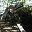 Poslední metry stoupání na Vysoký Ostrý (587 m.n.m.)