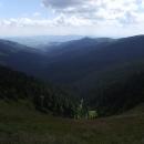 Údolí Moravy sevřené mezi dvěma hřebeny