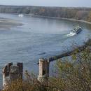 Dunaj pod Děvínem křižují lodě