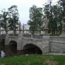 Kamenný most s osmi sochami světců u zámku