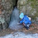 Z Ledříčkovy skály vytéká led
