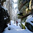 Skalní průrva na vrcholu Kamence