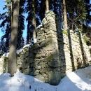 Pod vrcholem Kamence jdeme posvačit do zříceniny bývalého hostince