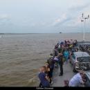 Museli jsme přejet z levého břehu na pravý, jinak bychom se už do Holandska nedostali a museli bychom jet na sever :-)